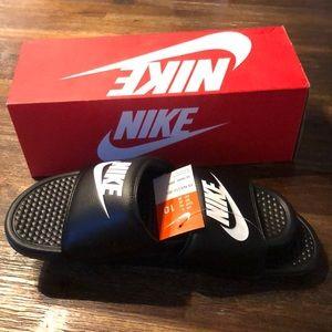 Nike black / white Benassi Slide